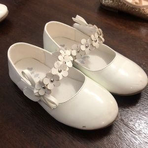 White dress shoes no brand 9(27)